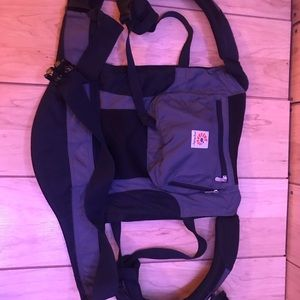 Ergo baby carrier black and gray